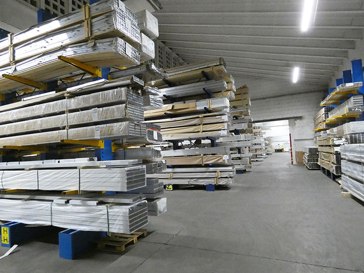 Extruded profiles warehouse